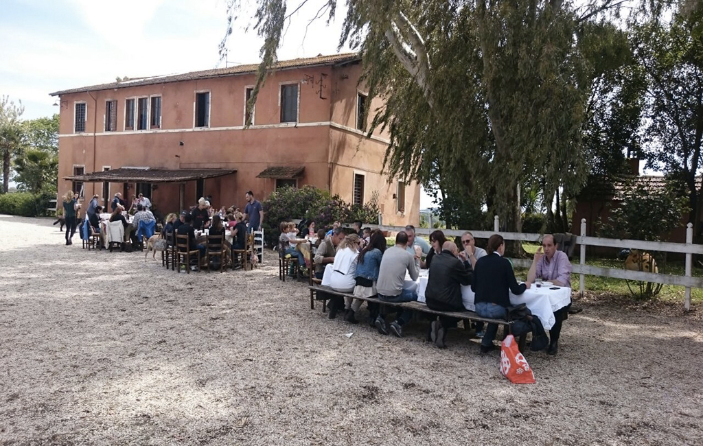 gruppo_pranzo-web